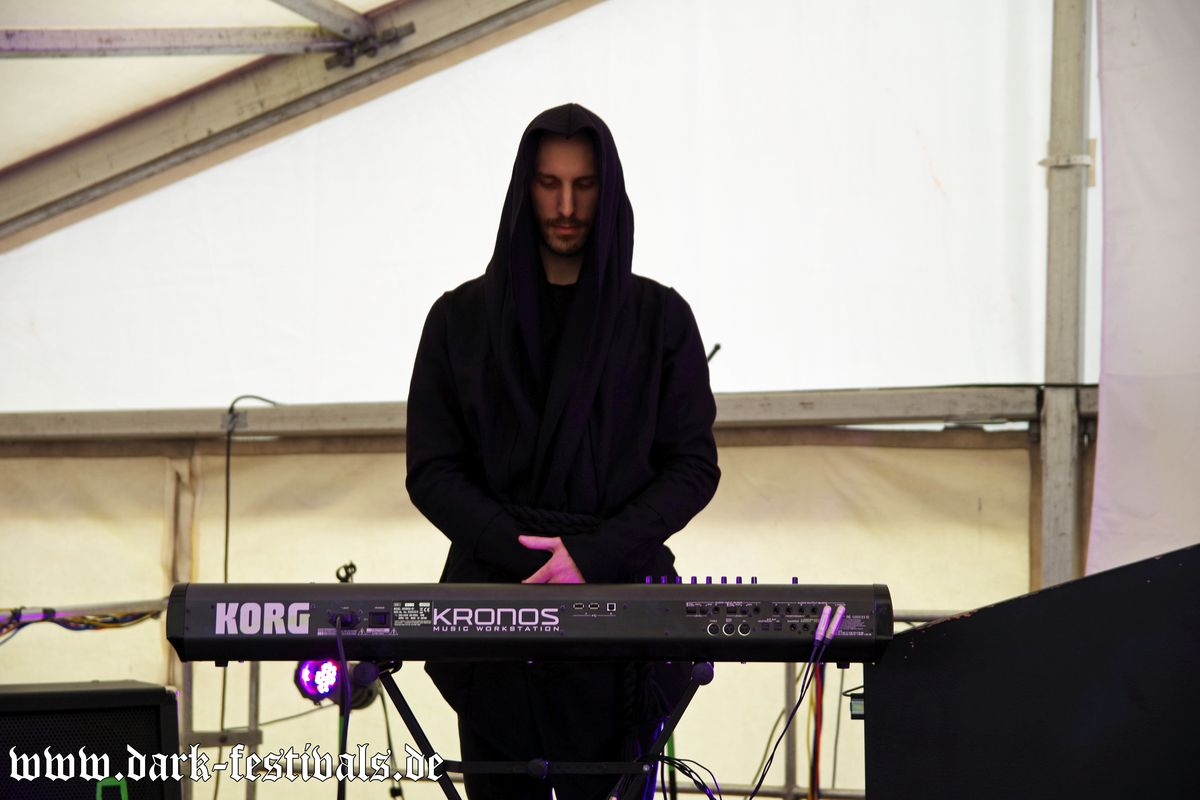 Tag-01-Band-06-Darkest-Horizon-01